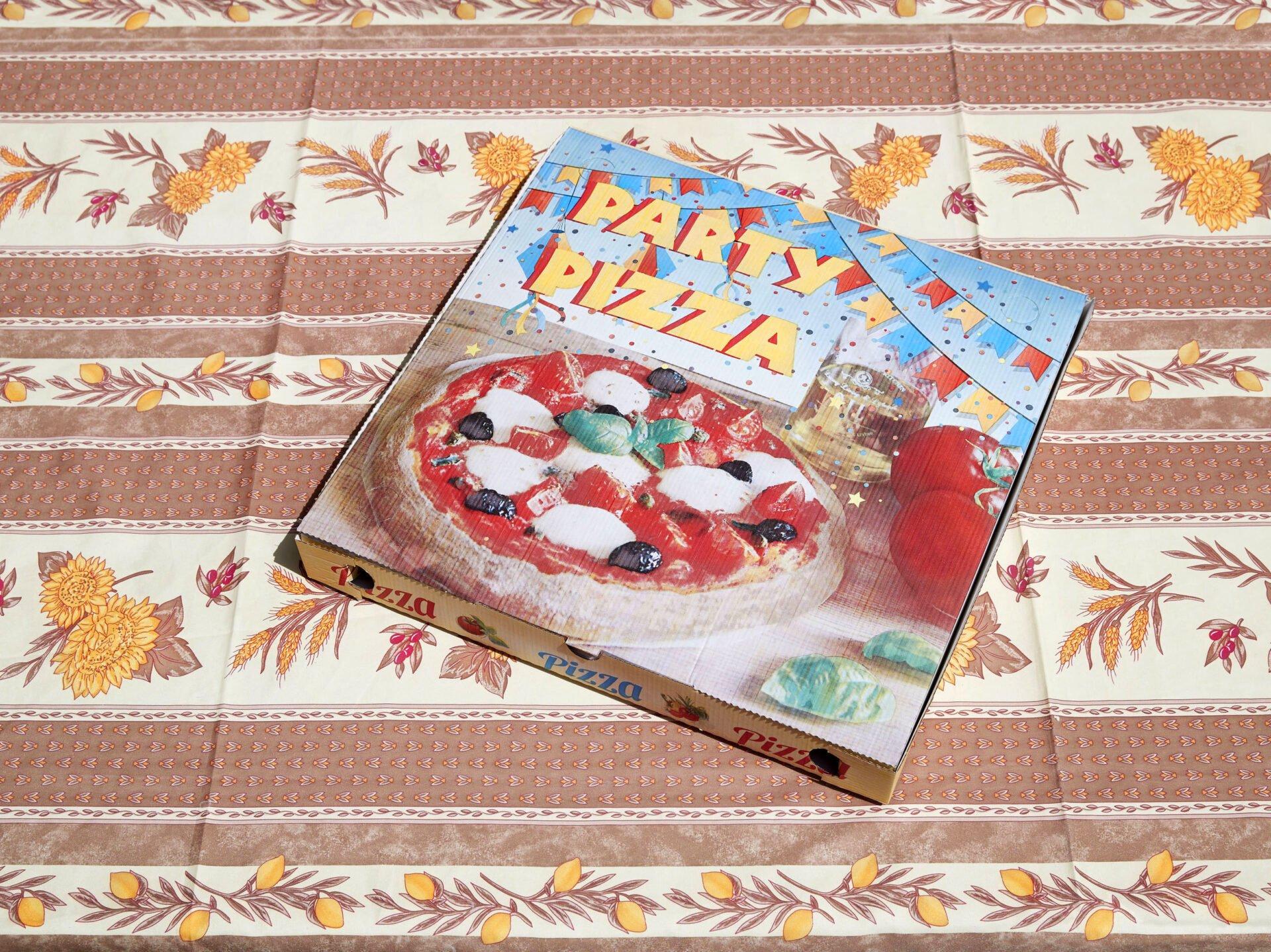 جعبه پیتزای شلوغ