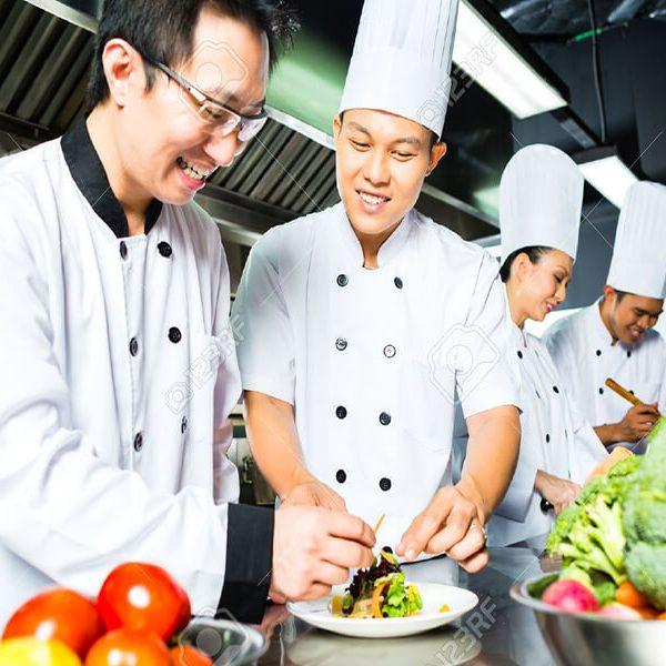 آشپزها و کارکنان رستوران