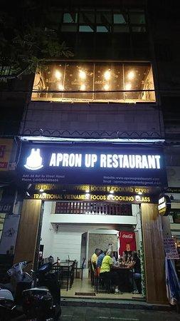 ریسک پذیری قدم اول درآمدزایی رستوران APRON UPمتفاوت باش!